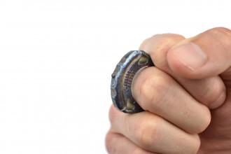 MaxKnives TIKNU1+ Impact tool en Titane anodisé avec brise-vitre